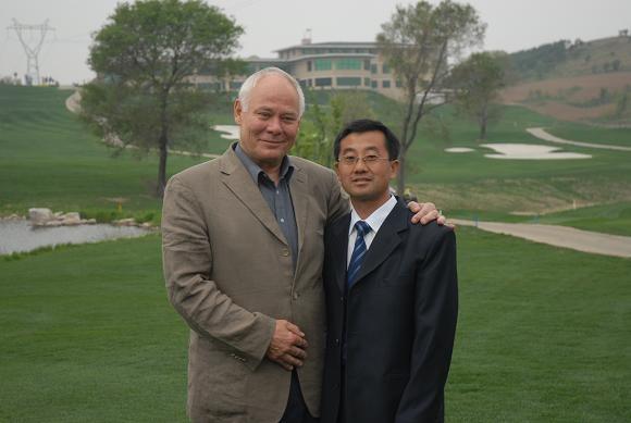 吴会昌和德国职教专家基尔教授在一起.JPG